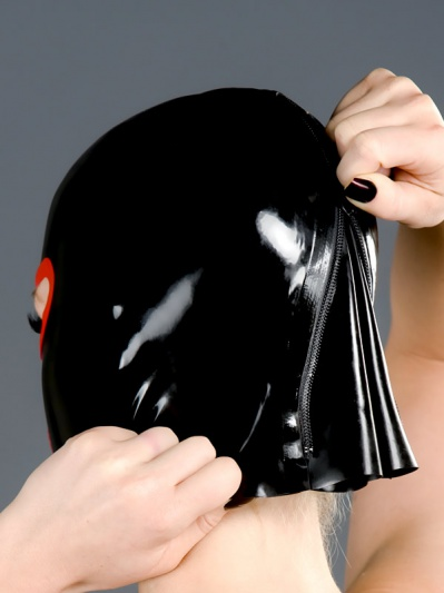 latex-mask-h-01-rear-zipper