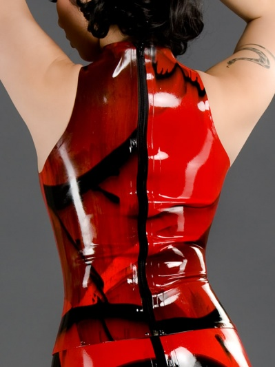 latex-sleeveless-princess-top-to-043m-back